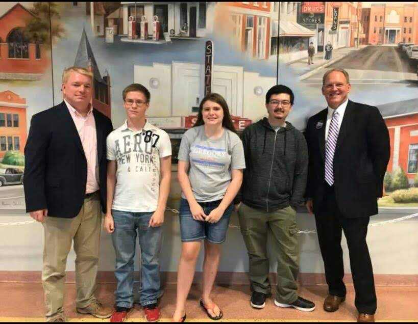 Mayoral+candidate+Jeff+Gregory%2C+senior+Kaleb+Hildabrand%2C+freshman+Patricia+Keys%2C+senior+John+Moss%2C+and+mayoral+candidate+Ben+LaRue+line+up+for+a+picture.