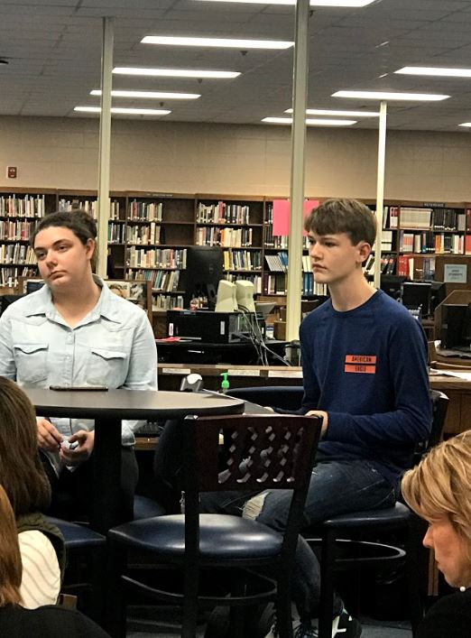 Sophomores+Preston+Cobb+and+Desiree+Betlej+discuss+plans+for+Students+for+Social+Change+club.+