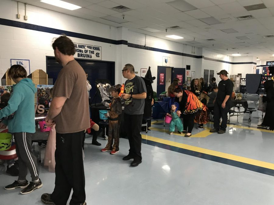 Children+collecting+candy+in+the+cafeteria.+