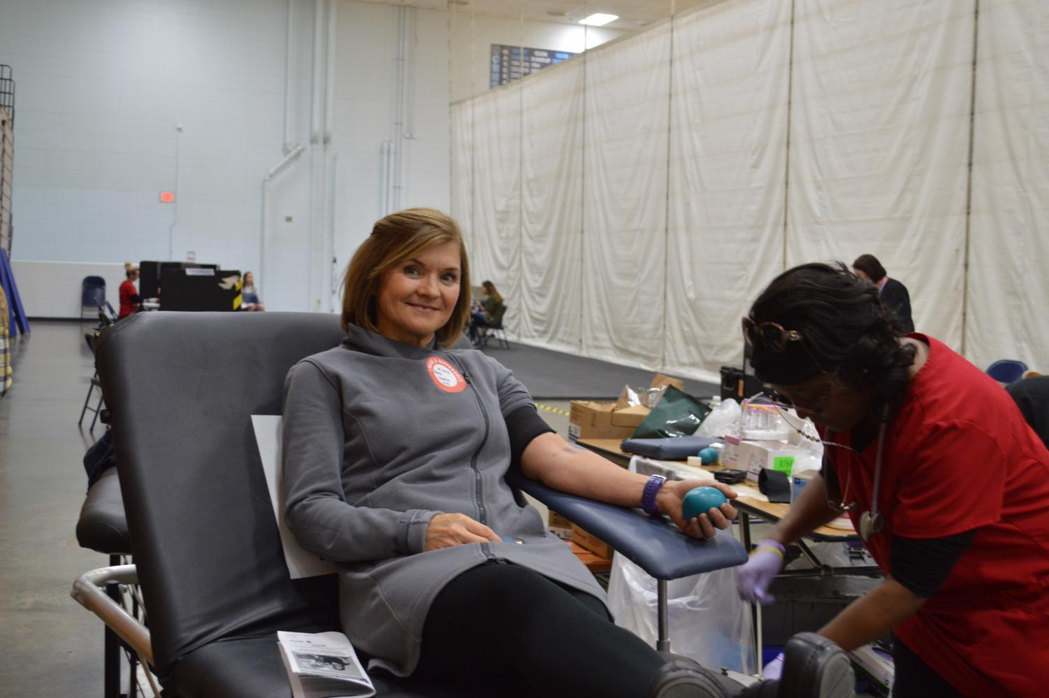 Junior+counselor+Kim+Cardin+donates+blood+at+the+winter+blood+drive.+