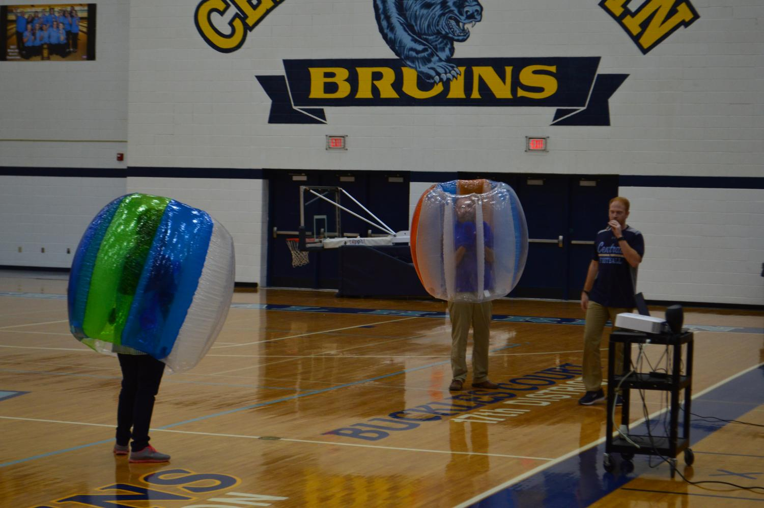 Assistant+principals+Dan+Corley+and+Chastity+Yates+suit+up+in+bubbles+and+face+off+in+a+brawl.%C2%A0