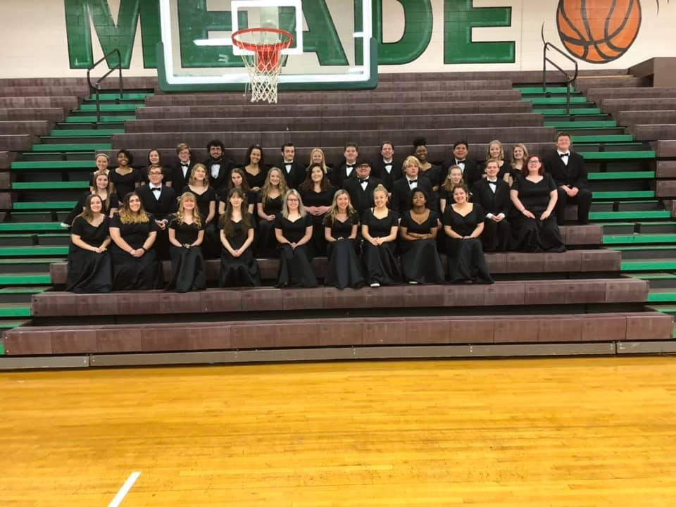 The Advanced Mixed and Chamber choirs before their assessment.